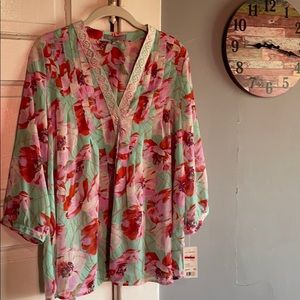 Women's NY Collection Floral Blouse. Size large.
